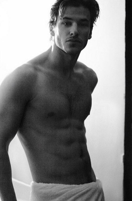 Фотосессии парней моделей голых очень