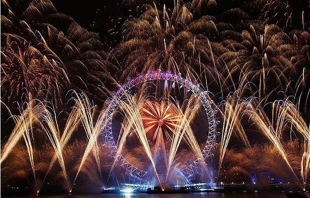 Красивые Новогодние фейерверки в разных странах мира