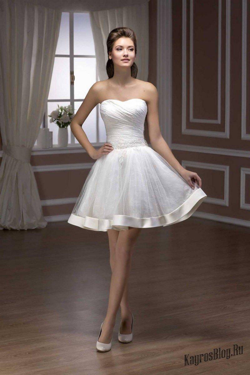 Платье с лентой внизу