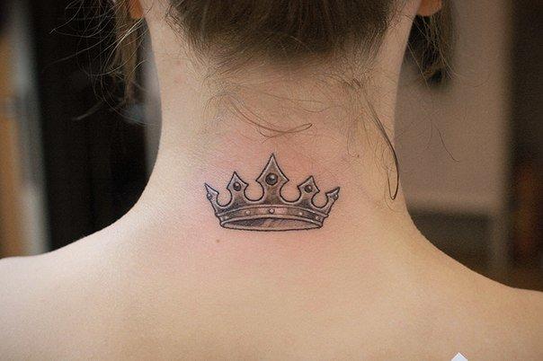 фото тату на шее корона
