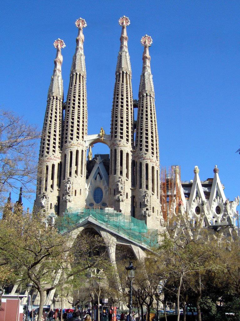 Самые красивые и необычные храмы мира...- 4. Храм Святого Семейства (Sagrada Família)