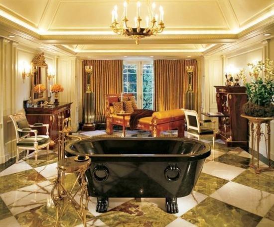 Ванна в гостиной
