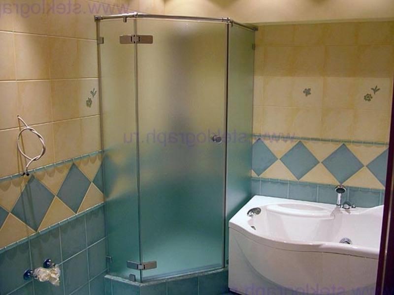 ванная с душевой кабиной..