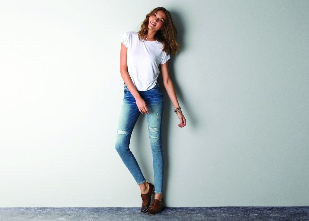 Девушки в джинсах, порно кончающих худощавых девчонок
