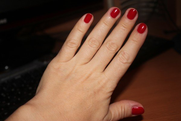красные короткие ногти фото