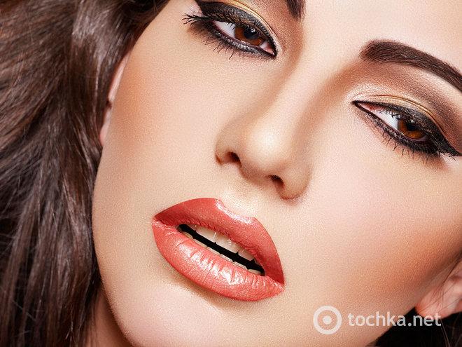 Жидкая подводка для глаз является классическим атрибутом для макияжа, который никогда не выйдет из моды.