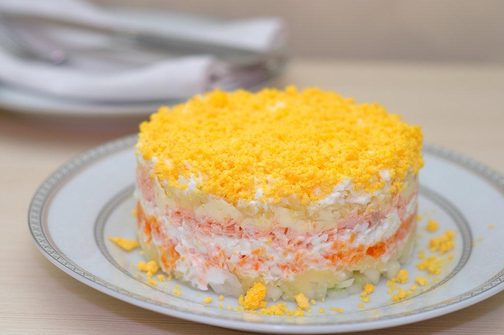Салат мимоза с тунцом и сыром