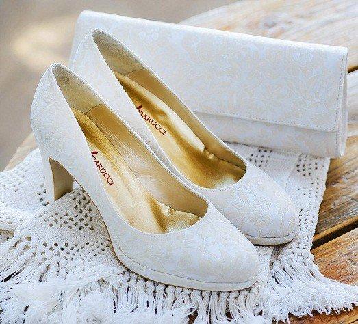 Свадебная обувь – это не только важная часть образа невесты, но ещё и гарантия её комфорта. Как выбрать идеальную обувь на свадьбу для невесты?