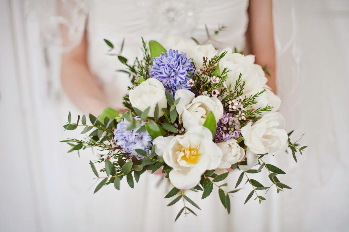 Невесты, свадебный букет весенний