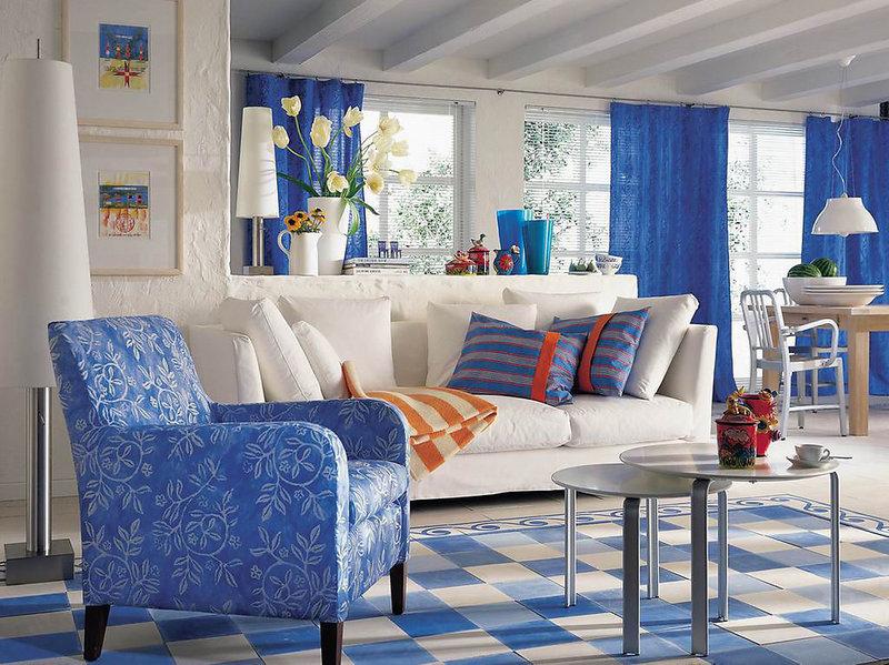 Бело синий интерьер гостиной