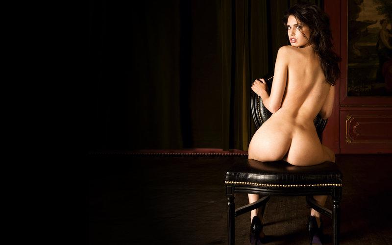 Фото дама сидит голая 30872 фотография