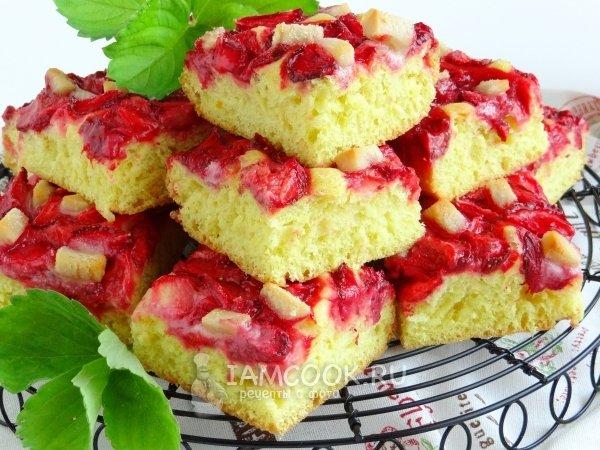 Дрожжевой пирог с клубникой рецепт с фото