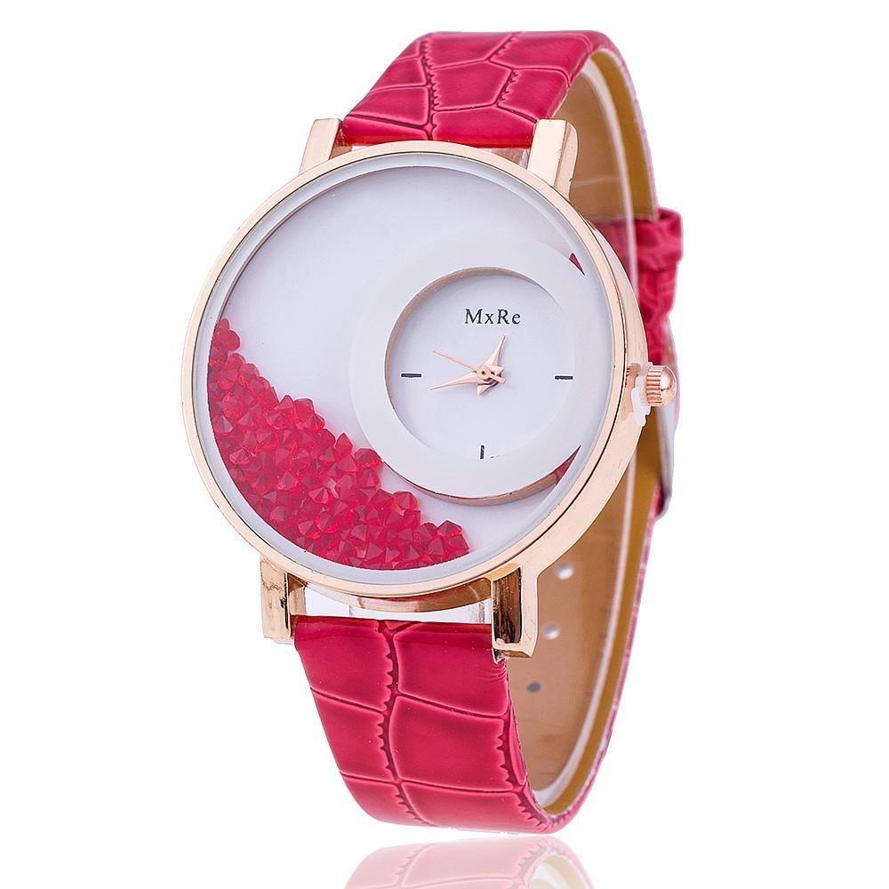 Пластиковые наручные часы не желают сдавать позиции и остаются популярными и в этом сезоне.