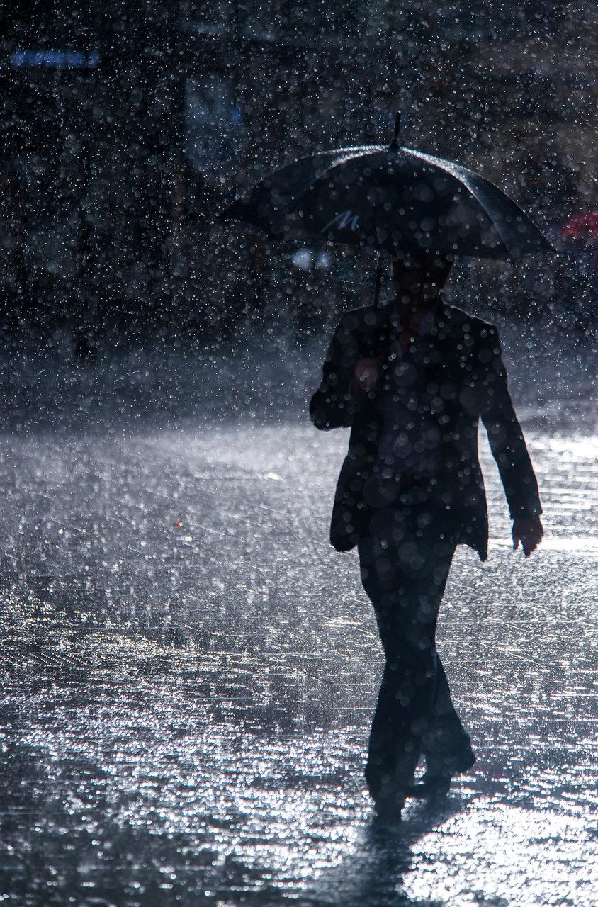 мальчишки все картинки с дождем и человеком располагает квалифицированными специалистами