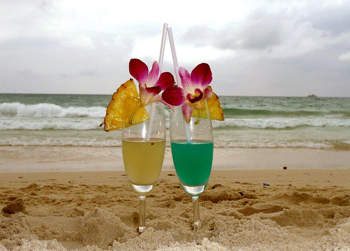Коктейль на берегу моря картинки