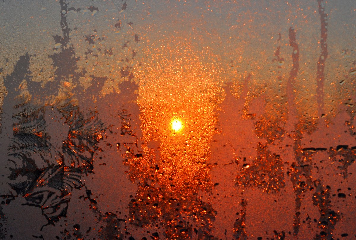 Фото закатов за стеклом