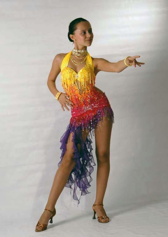 следует выполнять костюмы для латиноамериканских танцев фото это