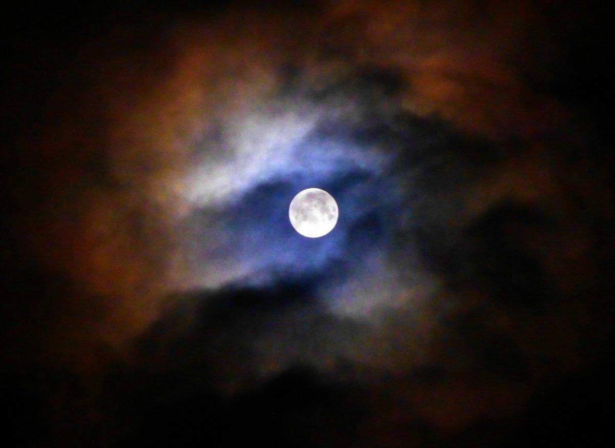 картинки глаз с луной