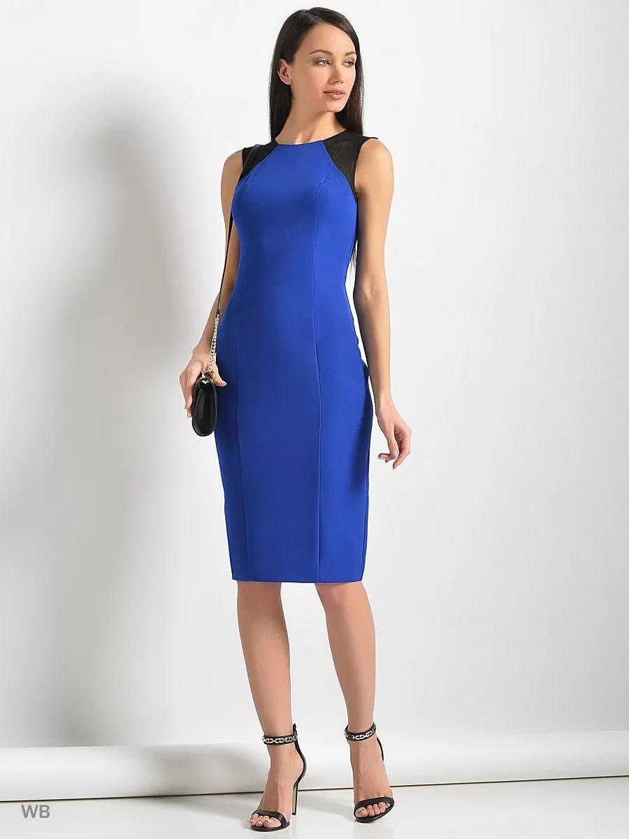 e306ebfbd89251e ... Синее черное платье футляр без рукавов с черными вставками на плечах,  длина до колена