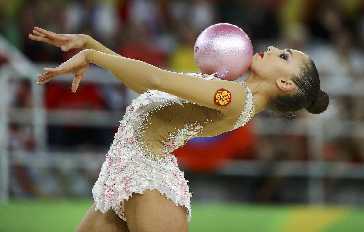 лучшие русские художественные гимнастки фото платье элегантном