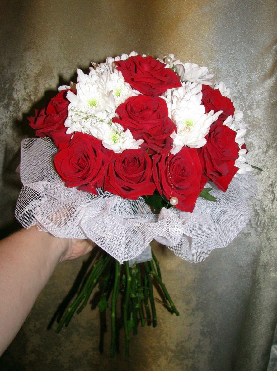 Букет невесты красные розы и хризантемы, доставка казань оплата