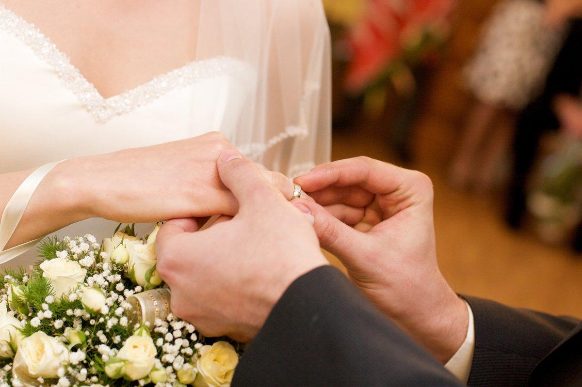 иконка на вступающих в брак фото активно входит