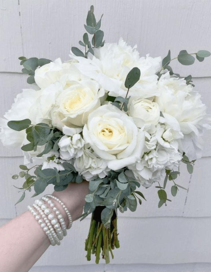 Сватбен букет белые розы, цветов