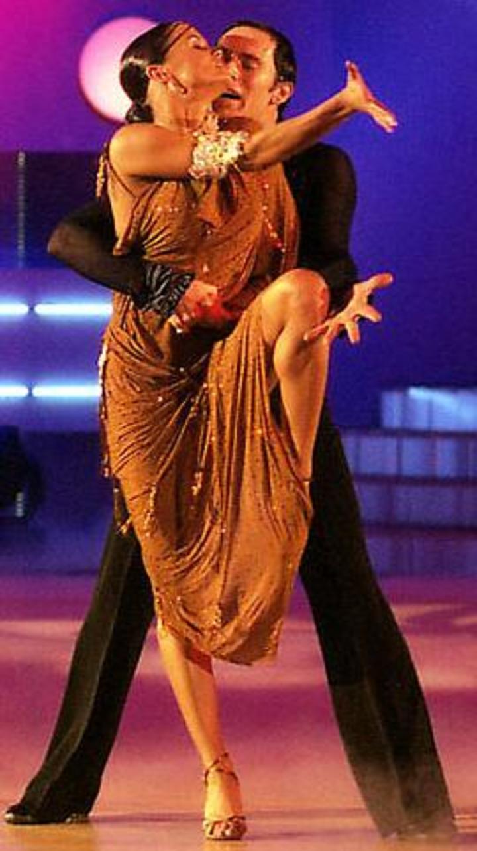 Румба девка в стрингах танец — 6