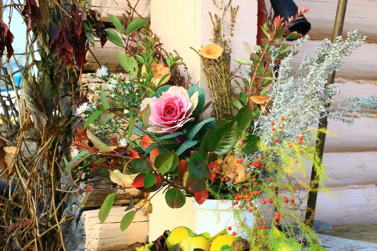 Осенний букет с садовыми розами весной