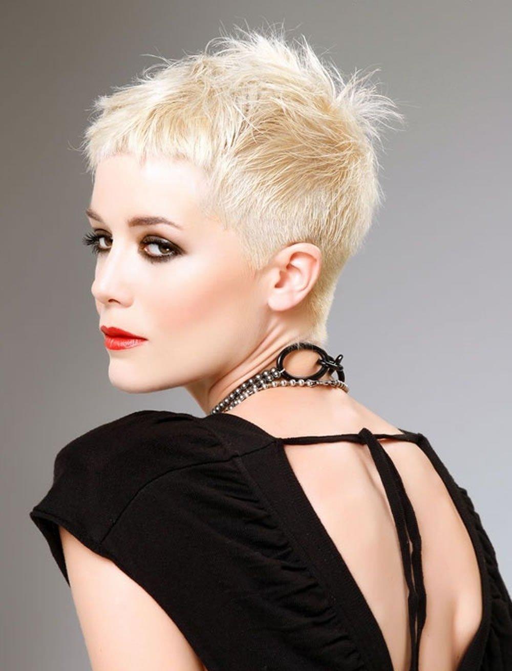 Поэтому мы готовы представить вашему вниманию подборку фото самых лучших средних стрижек для женщин года и предлагаем узнать более подробно о видах стрижки на средние волосы, которые сейчас наиболее популярны.