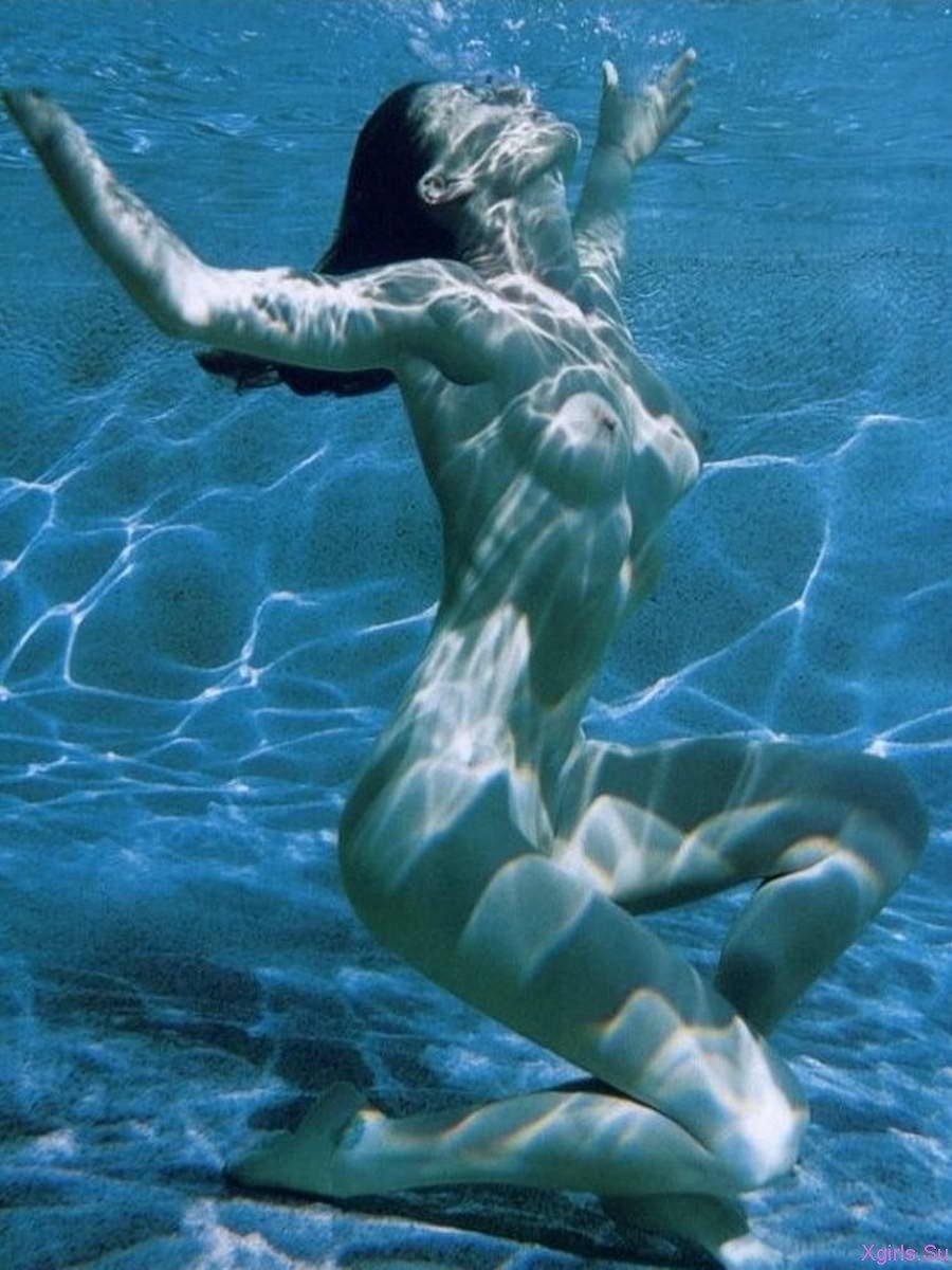 Underwater Posing And Breathholding (reupload)