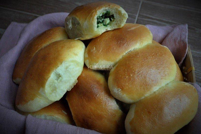 Очень советую вам еще взглянуть и на простой рецепт пирога с зеленым луком и яйцом.