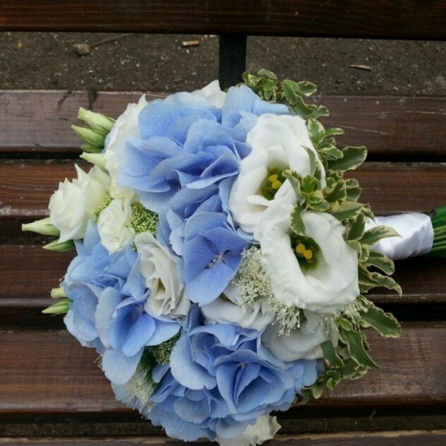 Свадебный букет с гортензией, кустовой