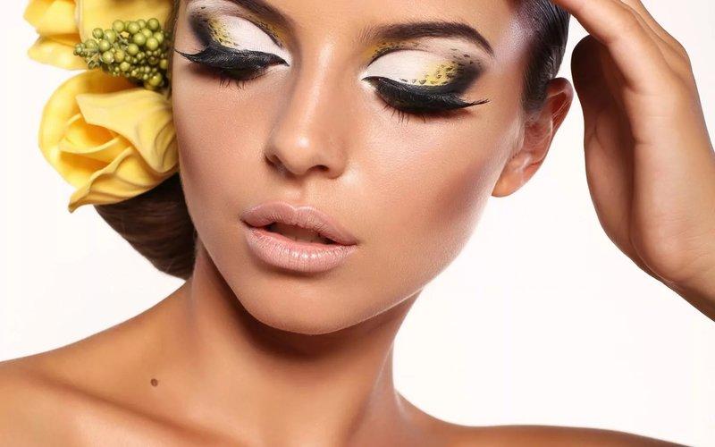 фото профессионального макияжа для голубых глаз