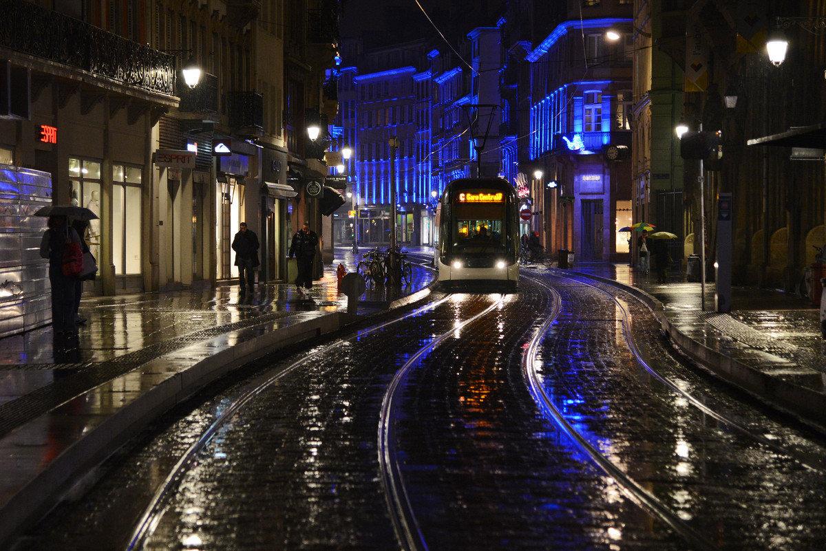 фото в трамвае ночью крошку сочную пиздюльку