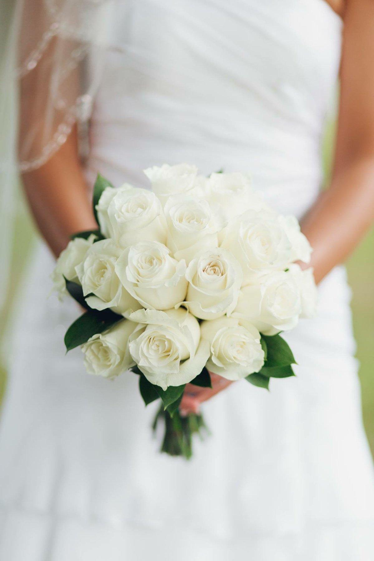 Магазин павловск, букет из белых роз свадебный фото