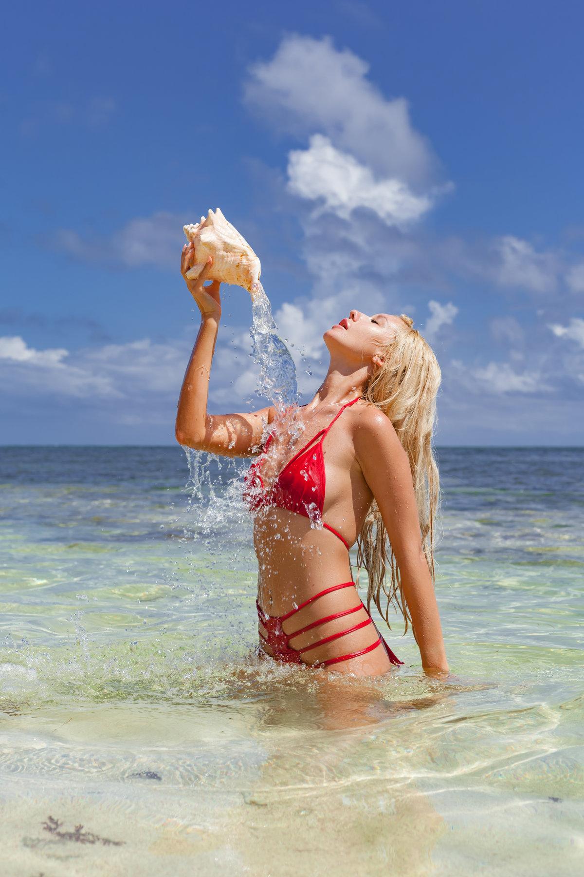 Блондинки на пляже картинки