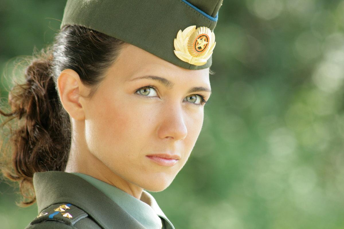вспомнила какой-то фотосессия девушек в военной форме месте его