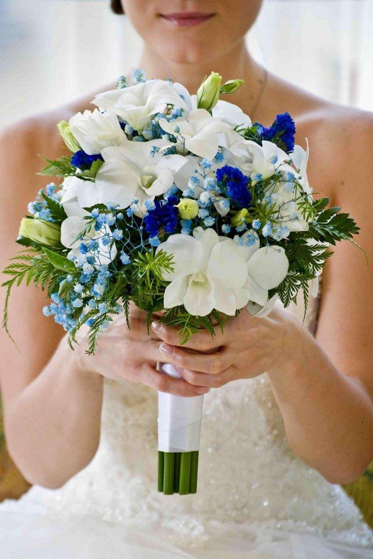 Букет невесты с синей лентой