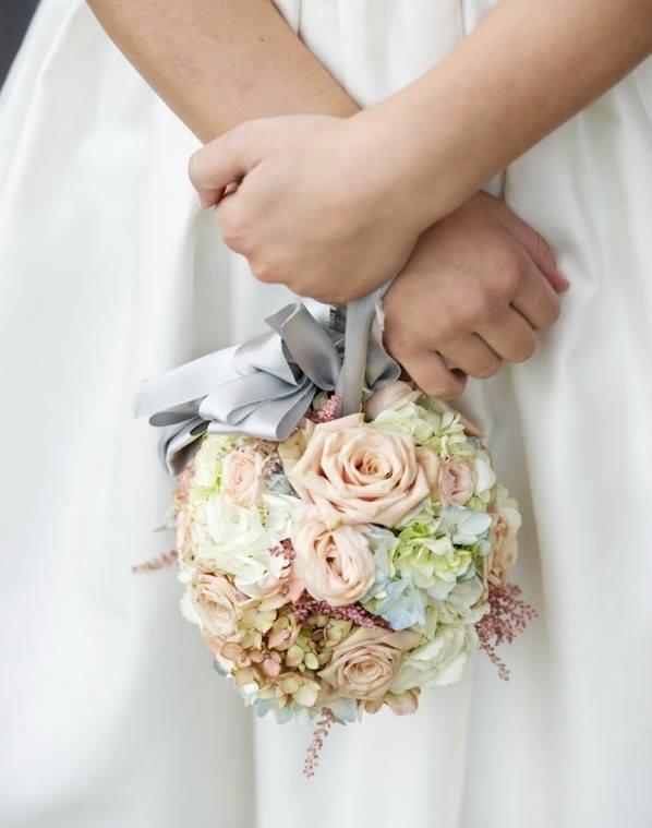 Свадебный букет для невесты шарики, роз разных
