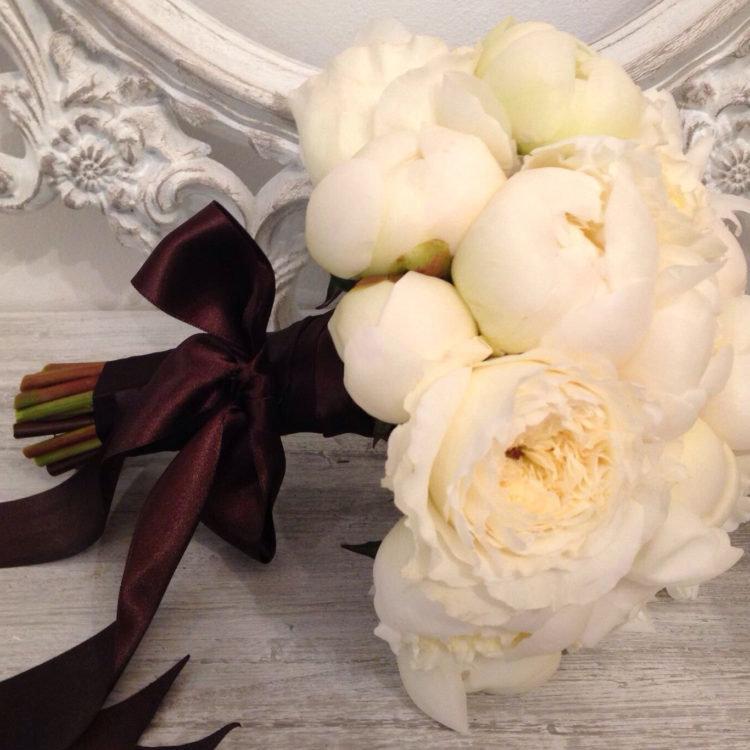 Белый оттенок- самый лучший для свадьбы