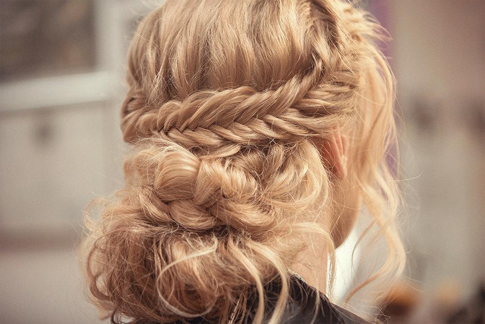 прически на средние волосы плетение кос фото дочь