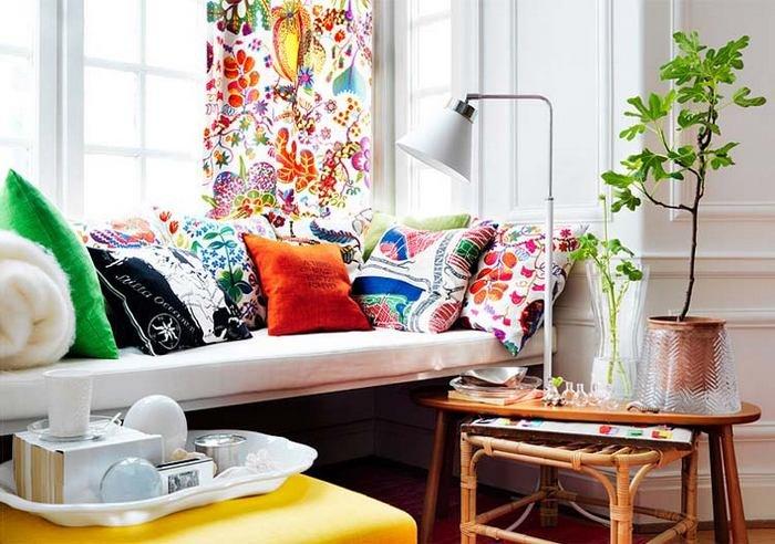 Яркие цветочные шторы для яркой гостиной