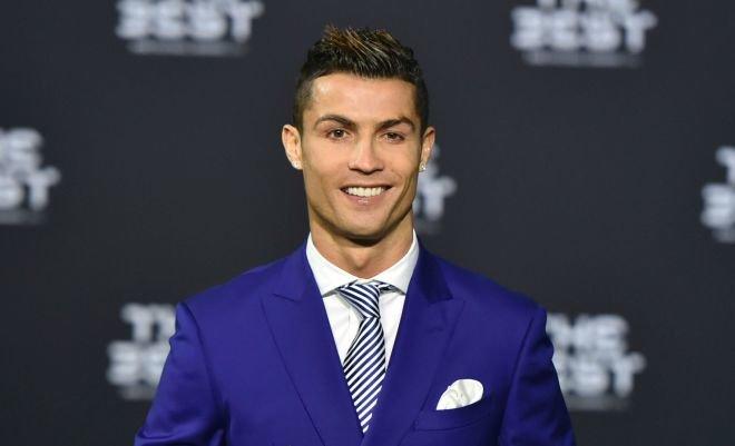 Криштиану Роналду – португальский футболист. Нападающий выступает за испанский клуб «Реал Мадрид» и сборную Португалии, в составе которой стал чемпионом Европы в 2016 году.