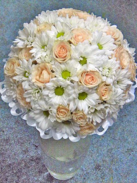 Свадебный букет французская роза хризантема