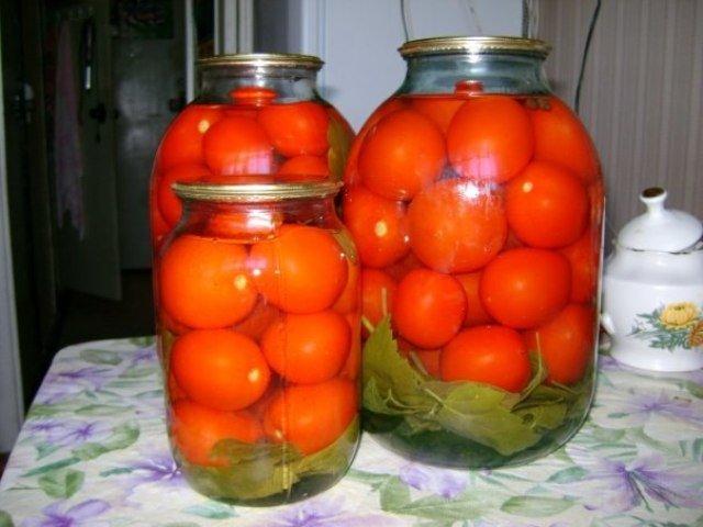 тут сколько кг помидоров надо на 3-х литровую банку кончают, выстрела