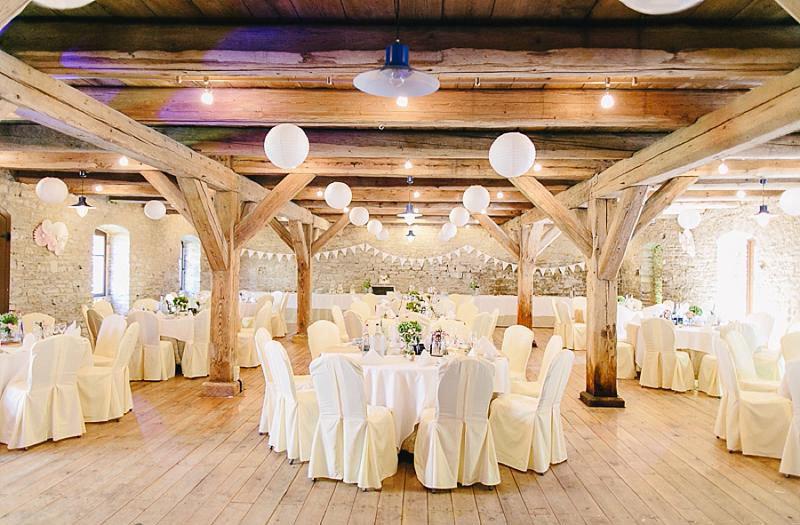 Изысканный свадебный зал в стиле лофт