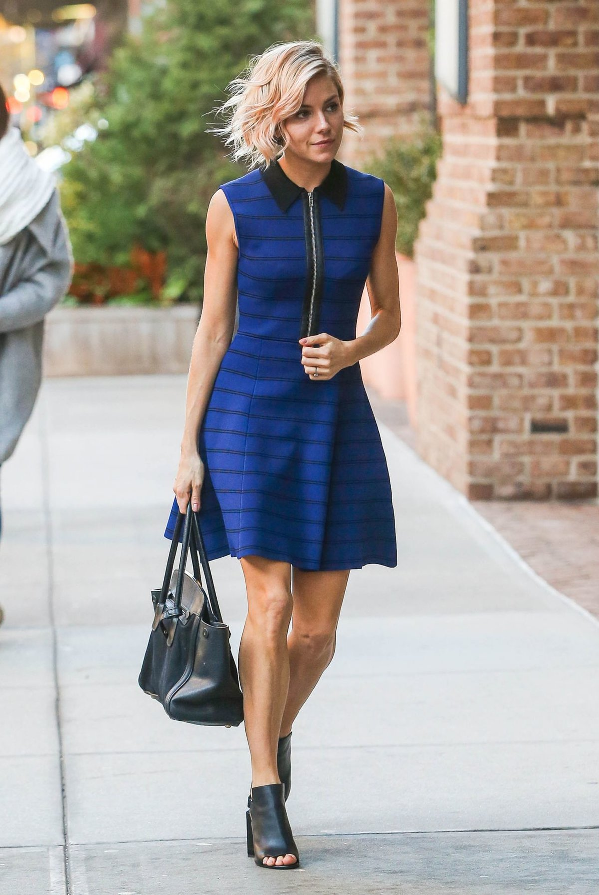 приглашать что носить с синим платьем фото встроенных функций камеры
