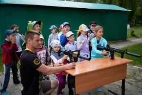 Лазертаг. Лазерное ружье, лук, игра на разминирование в летнем лагере - 2021