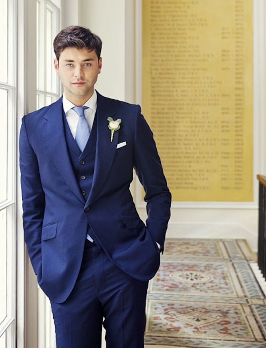 Лаконичный и красивый костюм-тройка для свадьбы в синих тонах ... 8c3778cdc3644